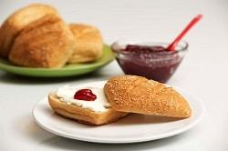 glutenfreies Frühstücksbrötchen von Böcker Sauerteig für den Bäckereibedarf