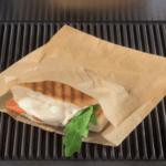 Eine Ovenbag von Elag auch auf dem Grill geeignet. In der Ovenbag befindet sich ein Panini
