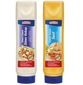 Auf dem Bild sind die beiden Snacksaucen des Herstellers Homann zu erkennen. In den großen Tuben befindet sich links einmal die Sauce Döner Kebap und rechts die Snacksauce Senf.