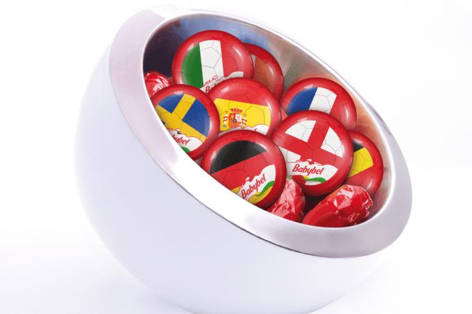 Babybel von Bel mit Flaggen der Länder der EM Teilnehmer
