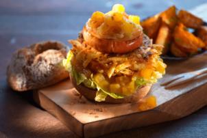 Ein veganer Burger mit Relish von Ubena