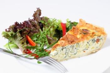 Frisee-Salat mit Spinatquiche | snackconnection