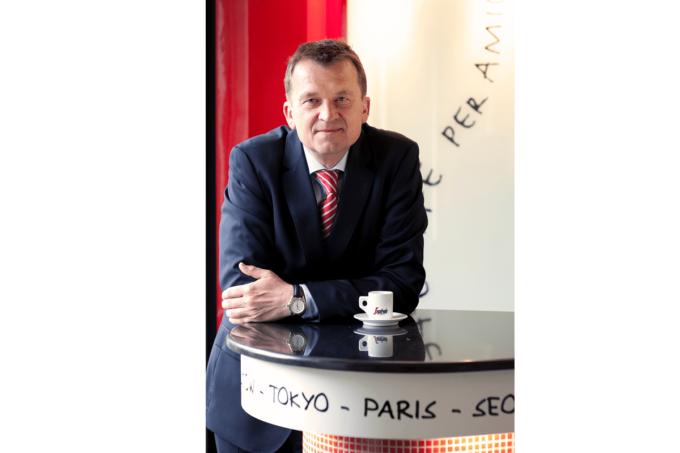 Ein Portraitbild von Franz Schwaiger, Geschäftsführer von Segafredo Zanetti Deutschland