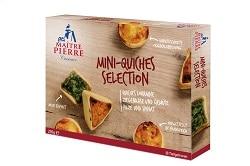 Auf dem Foto ist die Verpackung des Mischkartons der Mini-Quiche-Selektion des französischen Herstellers Maitre Pierre zu sehen. Es sind alle drei Varianten der Mini-Quiches auf dem Karton abgebildet. Ein Karton enthält zwölf Quiches.