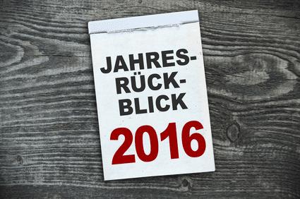 """Ein Zettel auf dem """"Jahresrückblick 2016"""" steht"""