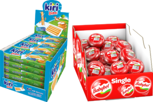 Auf dem Foto sind die zwei Display Kartons von den Käse-Snacks Kiri Dippi und Mini Babybel von Bel zu sehen. Links ist der blaue Kiri Dippi Display und rechts befindet sich der rote Mini Babybel Display.