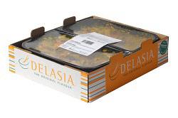 Auf dem Foto ist die Verpackung des Herstellers Delasia zu sehen. Der Karton ist aus Pappe und hat die typischen Delasia-Farben in hellblau,weiß und orange. In dem pappkarton erkennt man die zweifache 1,5kg-Packung, in der die Gerichte geliefert werden.