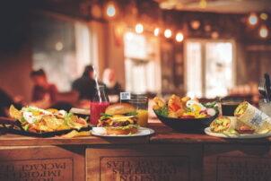 Frühstück Snacks Burger Wrap Bowl Nachos