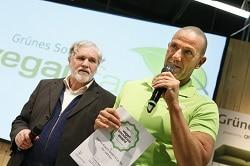 Vergabe der Vegan Innovation Awards, Grünes Sofa, Halle 3.1