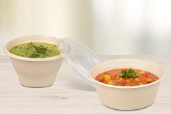 Rausch Verpackung. Suppen Bagasse zwei mal, mit offenen Deckel. Gefüllt mit einer grünen Cremesuppe und die andere mit einer rötlichen Suppe mit Gemüseeinlage.