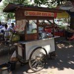 Food Impact_Delasia_Auf dem Bild ist ein kleiner authentischer, beziehungsweise original asiatischer food Wagen zu sehen.