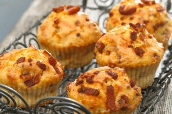 Herzhafte Muffins mit Bacon Flakes | snackconnection