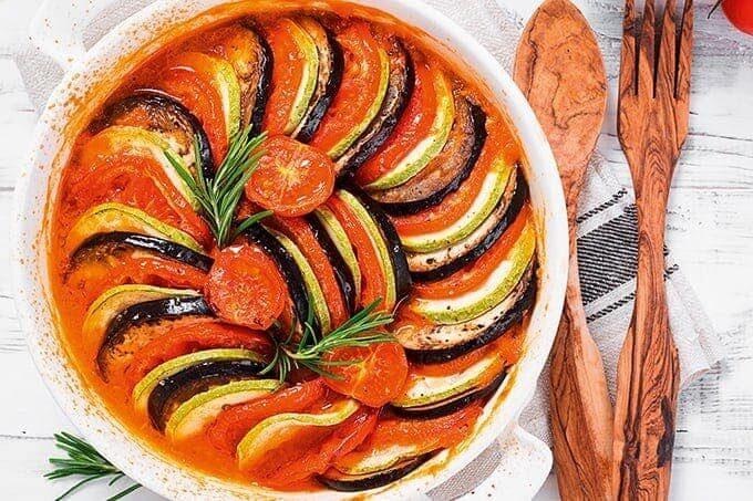 Pastaauflauf mit Auberginen und Tomaten
