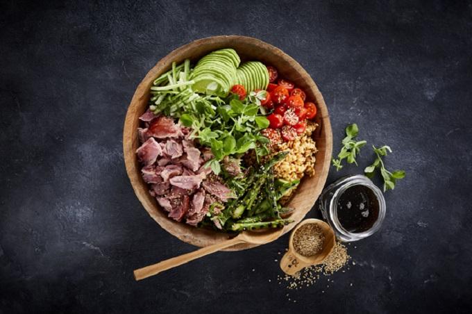 Bowl mit Fleisch Avocado