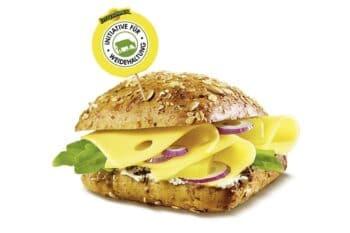 Belegtes Brötchen mit Leerdammer Käse