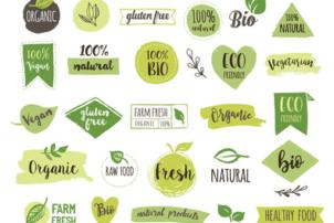 Das Bild zeigt viele grüne Logos, in denen das Wort Bio, organic, vegan, oder natural steht. Der Hintergrund ist weiß.