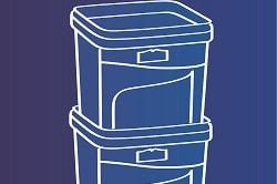 Auf dem Foto erkennt man in weiß gezeichnet auf blauem Hintergrund die platzsparende Stapelfunktion des Salatdressingeimers des Hersteller HOMANN.