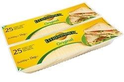 Auf dem Foto erkennt man den Leerdammer Original Käse in Scheiben von der Bel Groupe. Der zwei Packungen Käsescheiben liegen hintereinander, sind quadratisch und haben einen Inhalt von jeweils 1kg.