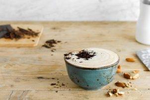 Ein Mandel Schoko Cappuccino Rezept mit der Mandel Milchalternative von Alpro for Professionals