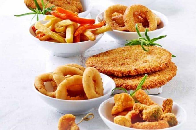 Verschiedene Snack Sorten von Taps. Unter anderem Pommes, Chicken Wings und Tapas