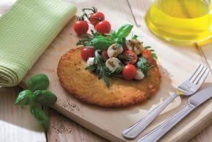 Ein Backofenrösti mit Tomaten und Mozzarella