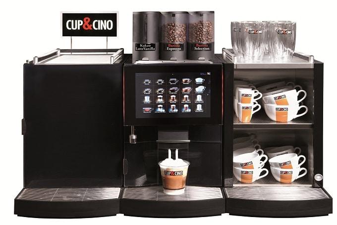 Der Foam Master 800+ von Cup&Cino, eine Kaffeemaschine, die ebenfalls als Tassenwärmer fungiert