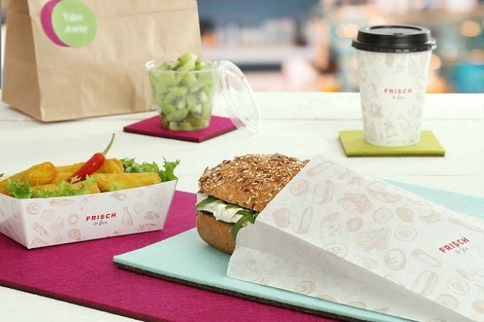 Snack Verpackungen von RAUSCH, darunter Sandwich, Salat Verpackungen und ein Kaffee to go Becher