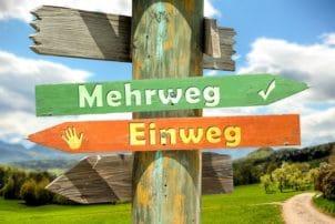 Schild mit Aufschrift Mehrweg und Einweg