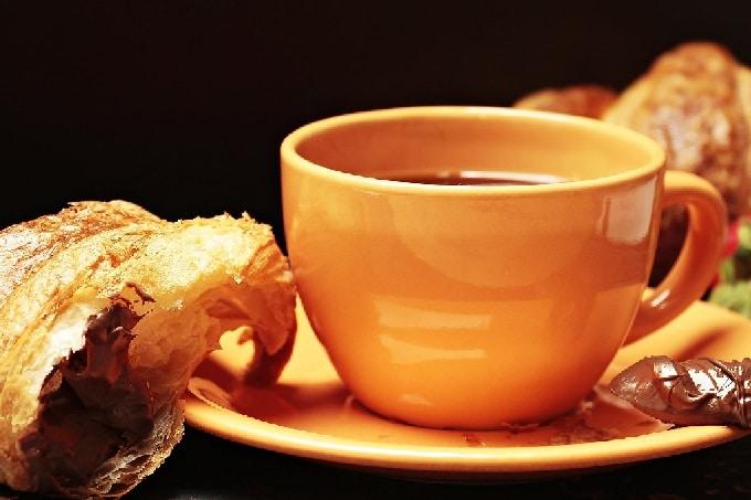 Kaffee_Croissant_Schoko_Frühstück