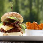 Burger-vegan-vegetarisch-Pommes-süßkartoffel