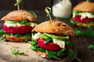 Burger-vegan-vegetarisch-Rote Beete_Avocado