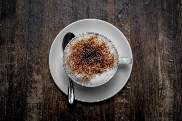 Kaffee_Cappucchino_Tasse_Kakaopulver