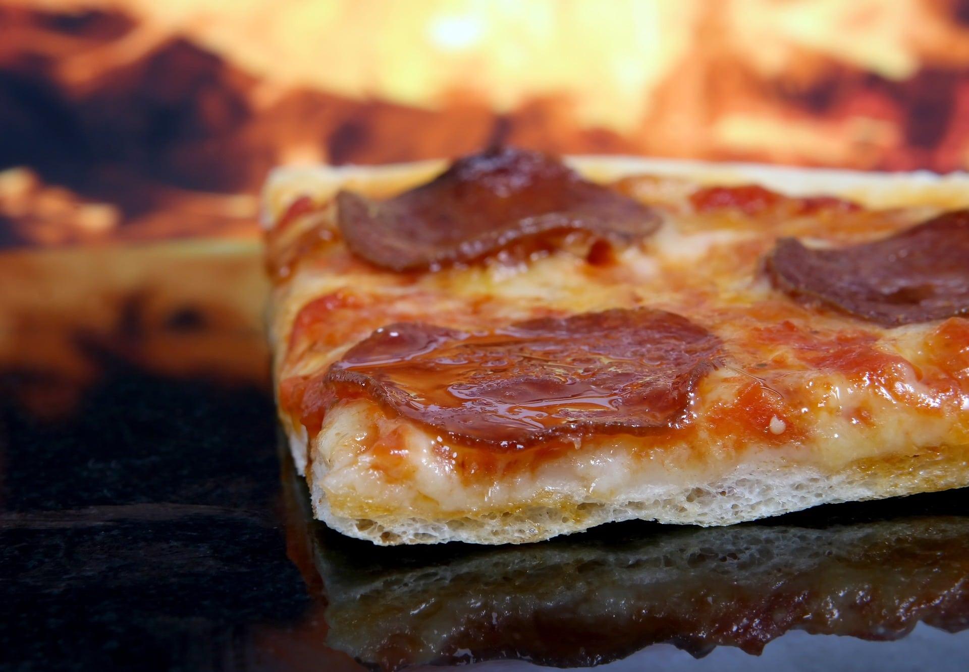 Pizza heiß warm Feuer stück