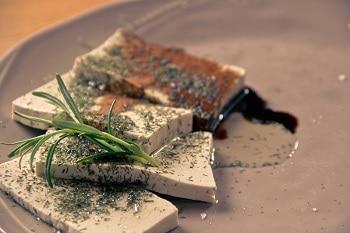 Tofu Fleischersatz Rosmarin
