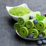 Matcha Pfannkuchen Crêpes grün Blaubeeren