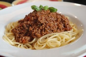 Spaghetti Bolognese Nudeln Sauce Basilikum