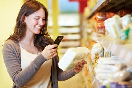 Supermarkt Frau scannen Handy Smartphone