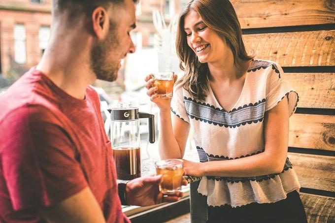 Kaffee Paar trinken Cold Brew Tchibo