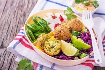 Bowl vegan Falafel Salat gesund