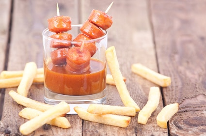 Currywurst am Spieß Pommes Sauce