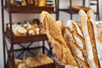 Bäckerei Auslage Baguette Korb Brot Backen
