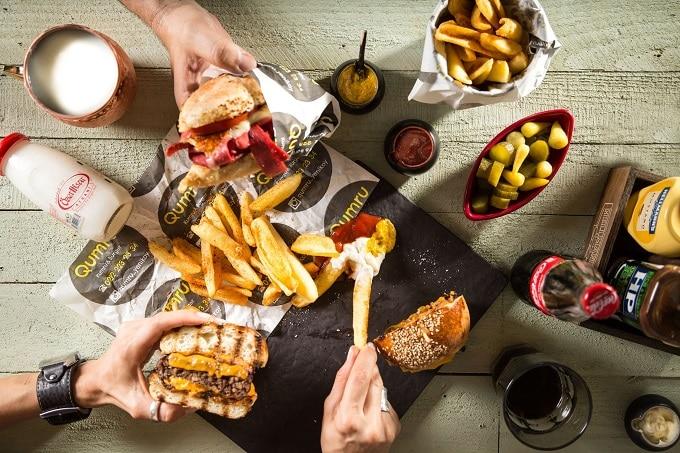 Burger mit Fries und Cola