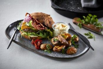 Arla Pro Burger mit Kartoffeln