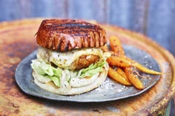 Arla Pro Burger mit Käse und Kartoffelsticks