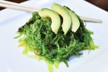 Algen als Fleischersatz mit Avocado