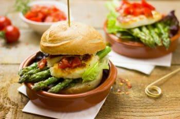 Burger Vegan und vegetarisch mit Spargel