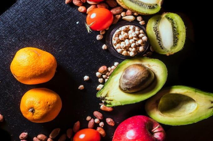 Super food Avocado, Kichererbsen und Orangen