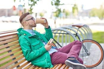 Kaffee trinken und Snack essen Außer Haus