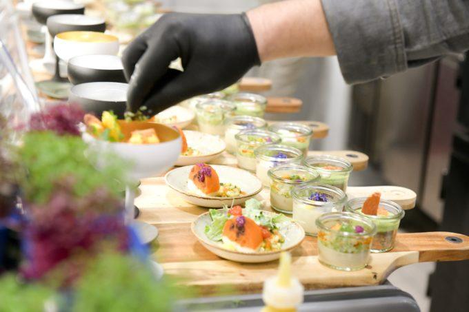 Lachs und Salat Dekoration Internorga