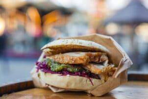 Dänischer Snack Burger Flaeskestegssandwich